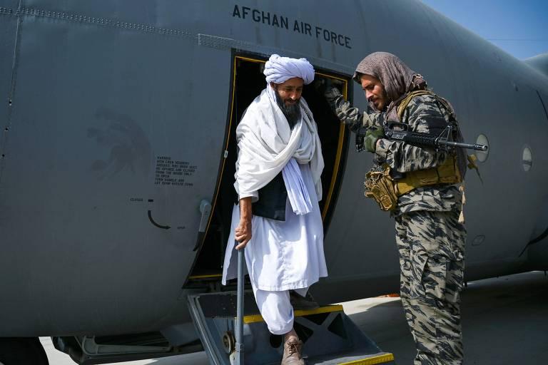 Talibã quer manter relações diplomáticas com os EUA, diz porta-voz