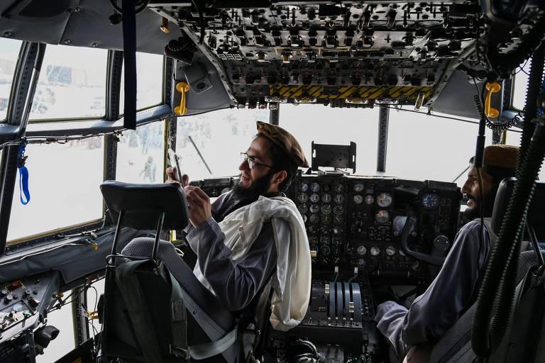 Afeganistão acorda na nova era do Talibã sob medo e incerteza