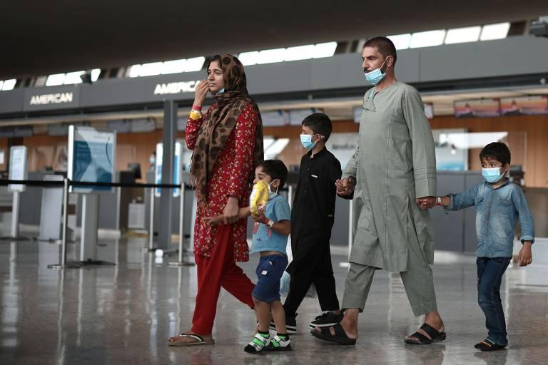 Brasil concede visto humanitário a afegãos que fogem do Talibã