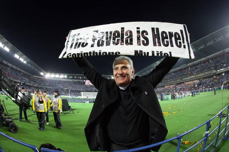 Tite comemora a conquista do título do Mundial de Clubes de 2012, no estádio de Yokohama,  no Japão, após o Corinthians derrotar o Chelsea por 1 a 0. Por essa e outras conquistas, ele é o melhor treinador dos 111 anos do clube do Parque São Jorge