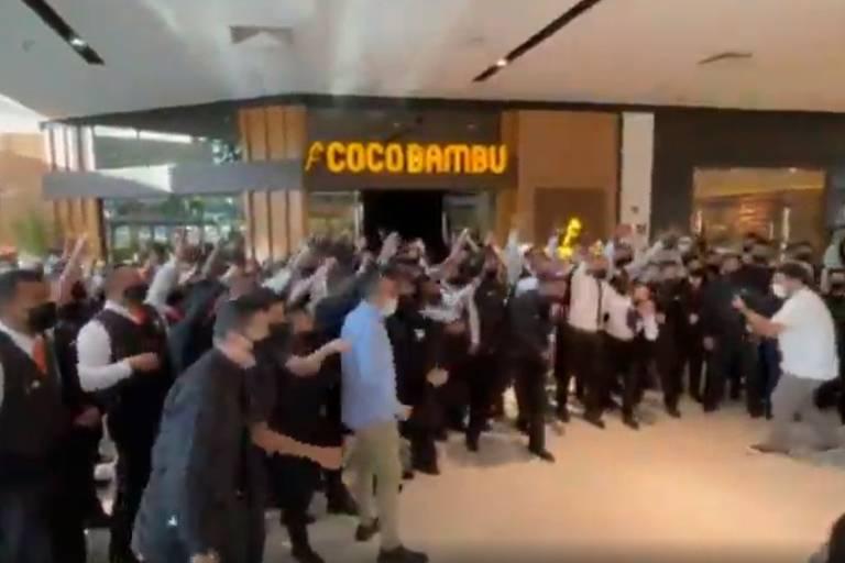Coco Bambu inaugura 51º restaurante com grito de guerra que viraliza na internet