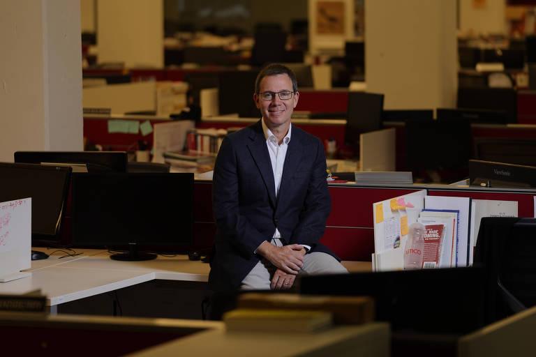 Robert Allbritton, proprietário e fundador da Capitol News Company, a empresa-mãe do Politico, nos escritórios da empresa em Arlington