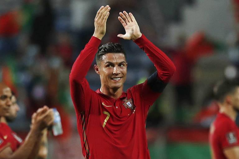 Cristiano Ronaldo vira jogo no fim e se torna maior artilheiro de seleções