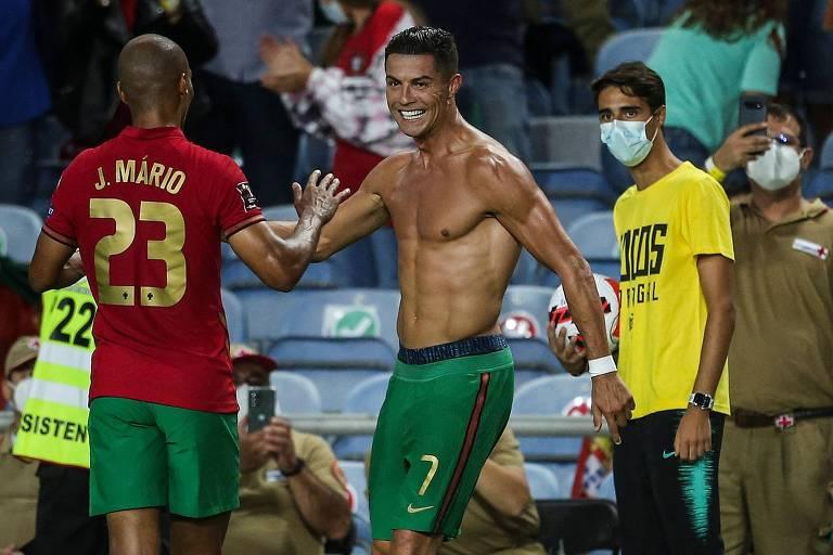 Caneladas do Vitão: Cristiano Ronaldo 111 salva Portugal na bacia das almas