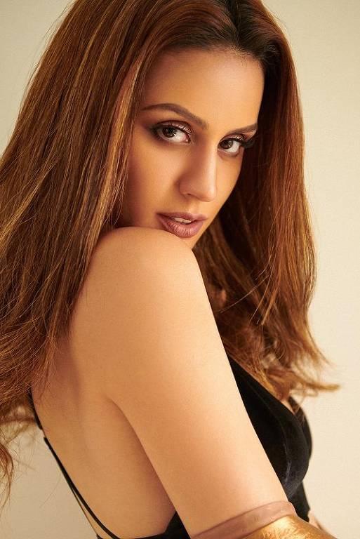 Imagens da atriz Larissa Bonesi