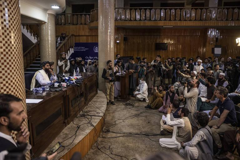 'Não sei quanto mais aguentaremos', diz jornalista escondido do Talibã no Afeganistão