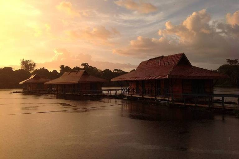 Instalações do Uakari Lodge, pousada pioneira em turismo de base comunitária na reserva Mamirauá