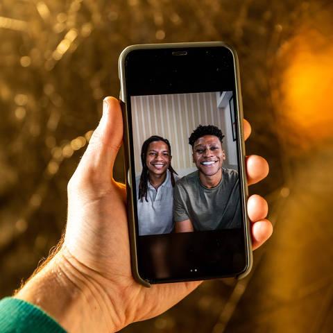 São Paulo, SP, Brasil, 30-08-2021: Projeto Folha e Instagram. O cirurgião-dentista Arthur Lima e o jornalista Igor Leonardo fundaram a healthtech AfroSaúde (foto Gabriel Cabral/Folhapress)