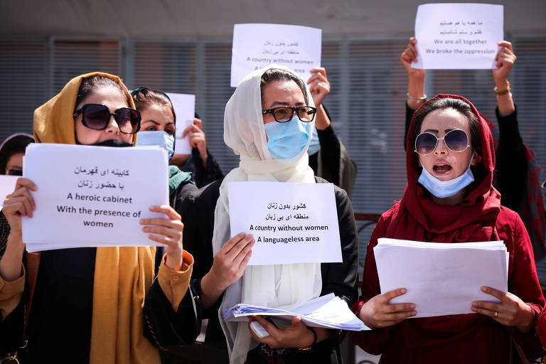 Talibã permite protesto feminino e até críquete em namoro com potências