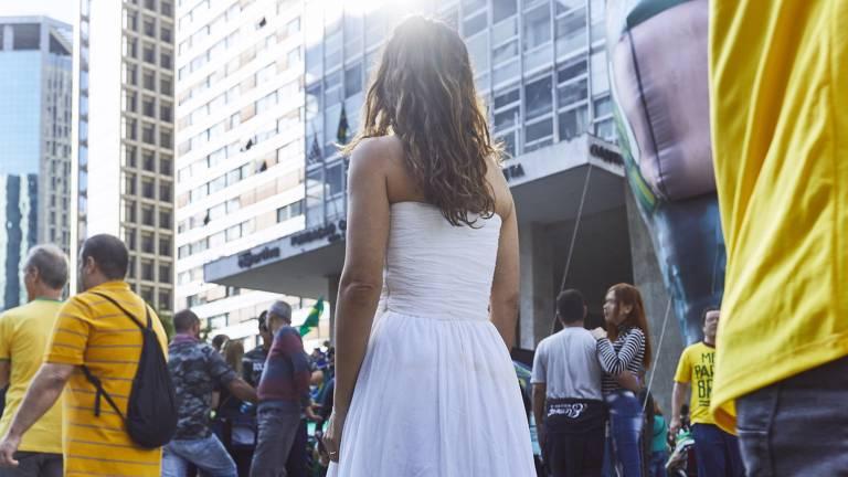 Confira imagens do documentário 'Outubro', de Maria Ribeiro