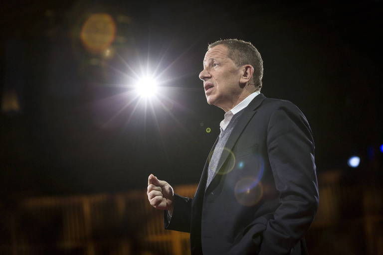 David Rothkopf durante palestra do TED em Vancouver, no Canadá