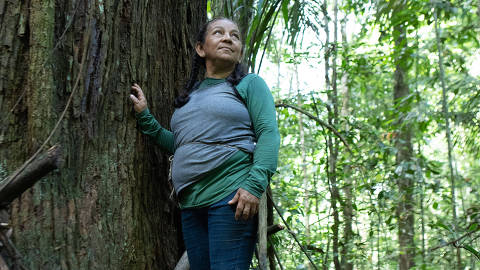 Bete, guardiã da floresta, que trabalha com extração de castanhas e ajuda a manter viva a Floresta Amazônica