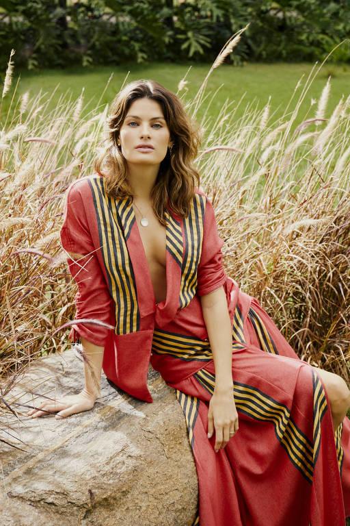 A modelo Isabeli Fontana celebra 25 anos de carreira em 2021
