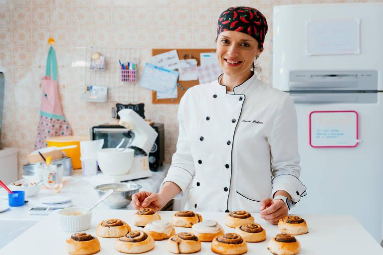 Paola Poloni Cogo, 35, dona da Di Clô, empresa que produz cinnamon rolls (rolinhos de canela), em São Paulo