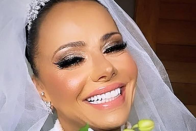 Viviane Araújo celebra casamento entre amigos