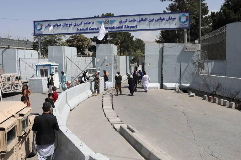 Celebração do Talibã deixa 17 mortos; aeroporto de Cabul reabre para voos internos