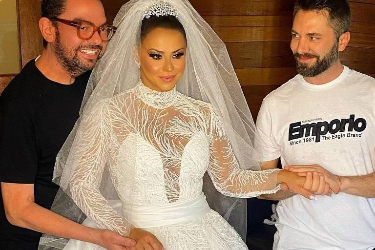 Viviane Araujo se casa com vestido modelo princesa bordado em cristais