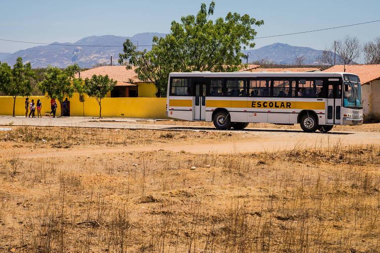 Ceará divulga toda semana casos de Covid nas escolas e contrasta com SP