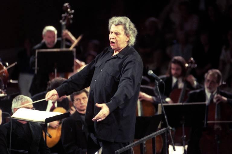 Mikis Theodorakis, de 'Zorba, O Grego', fez música banida e libertária na Grécia