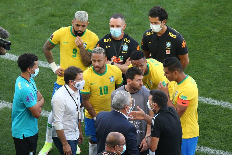 Agentes da Anvisa entram em campo e Brasil x Argentina é suspenso