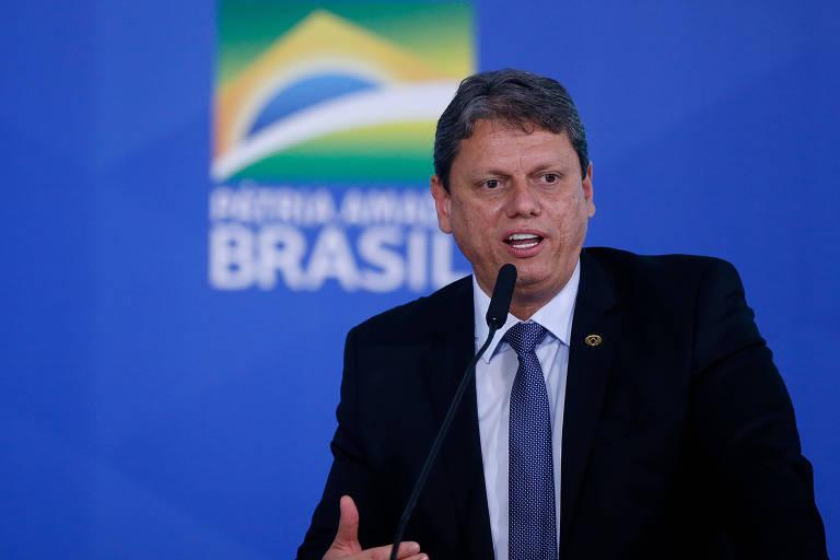 Possível candidato, Tarcísio de Freitas sai do script técnico e acena à base conservadora em conferência