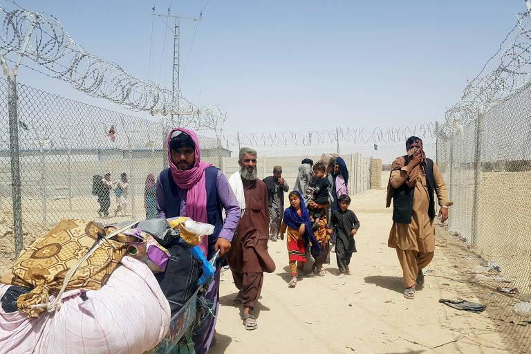 EUA retiram quatro americanos do Afeganistão por meio de rota terrestre