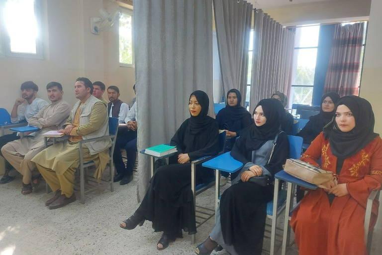 Universidades de Cabul retomam aulas com restrições para mulheres