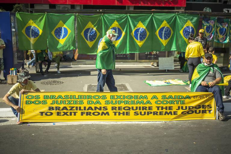 Cartazes nos protestos do 7 de Setembro de 2021