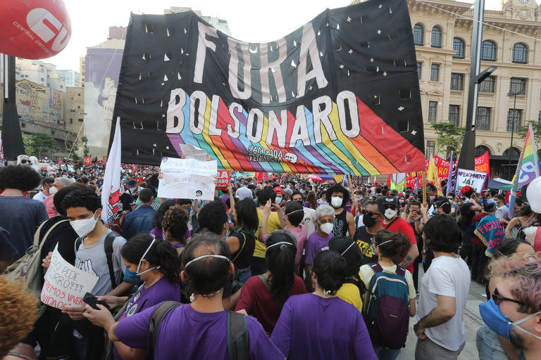 Ato contra Bolsonaro no Anhangabaú tem gritos de 'fascista' e pedido de impeachment