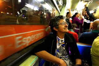 Idosos fogem de transporte público em horário de pico