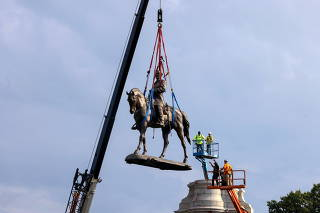 Statue of Confederate General Robert E. Lee removed in Richmond