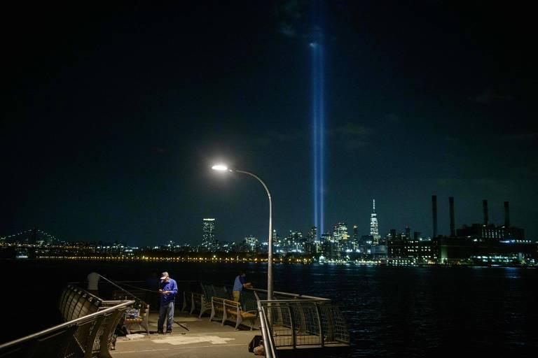 Instalação artística 'Tributo em Luz', em Nova York, em homenagem às vítimas do 11 de Setembro, nos 20 anos dos atentados terroristas