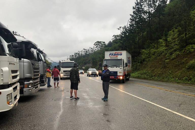 Movimento em rodovias caiu 27% com protestos de caminhoneiros, segundo pesquisa em pedágio