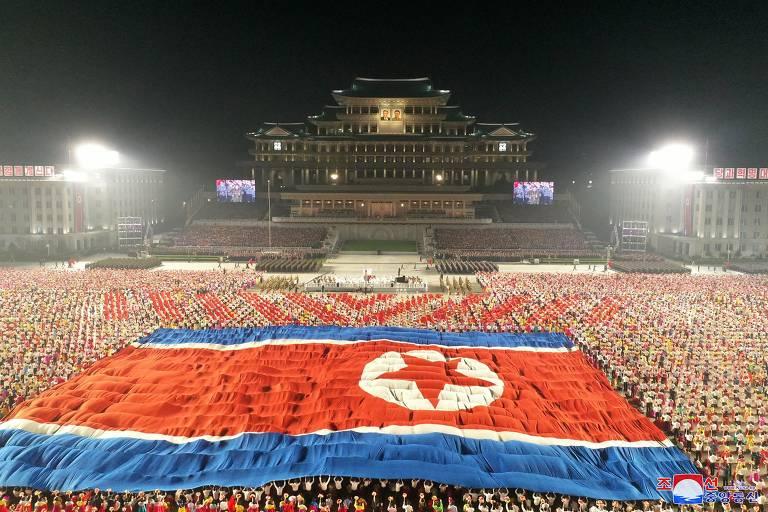 Coreia do Norte celebra 73º aniversário com desfile militar