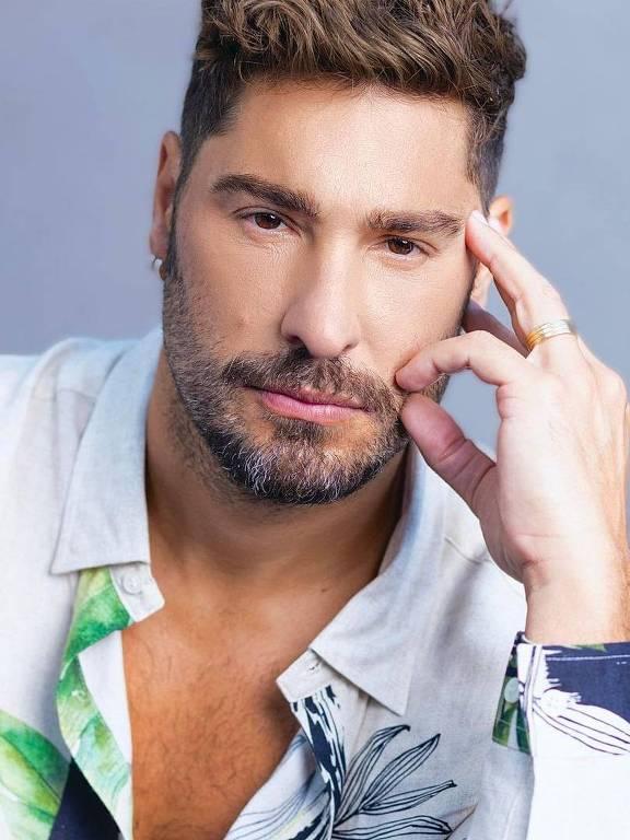 Imagens do ator Victor Pecoraro