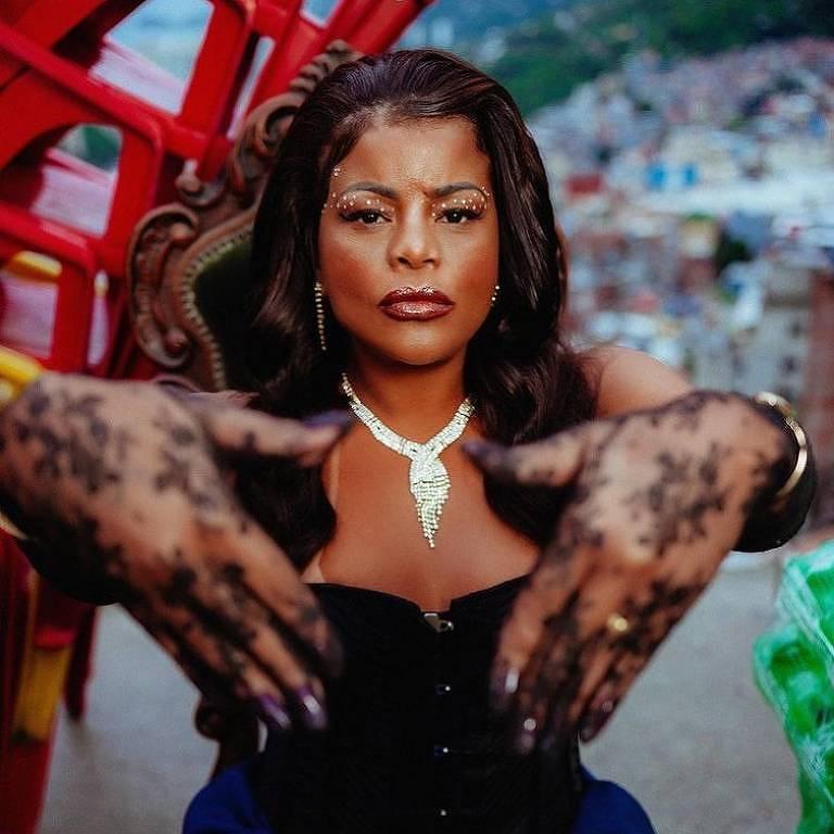 Imagens da cantora Tati Quebra Barraco