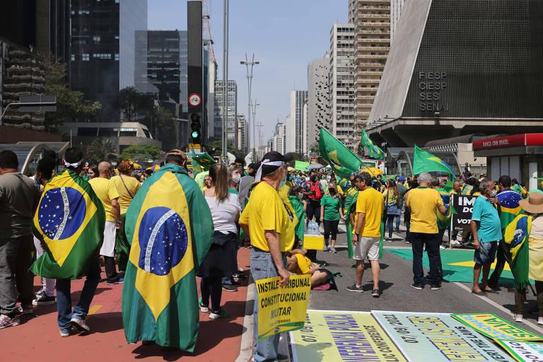 Manifestantes na avenida Paulista no Sete de Setembro