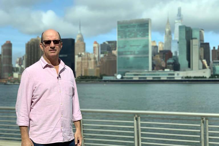 Cenas do documentário 'Retratos de uma Guerra Sem Fim' .com  Marcos Uchôa em NY