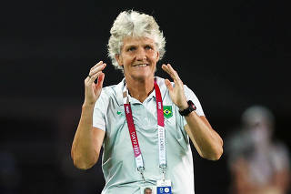 Soccer Football - Women - Quarterfinal - Canada v Brazil