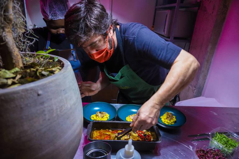 Chef Luiz Campiglia prepara menu inspirado na história da culinária paulista no Andar43
