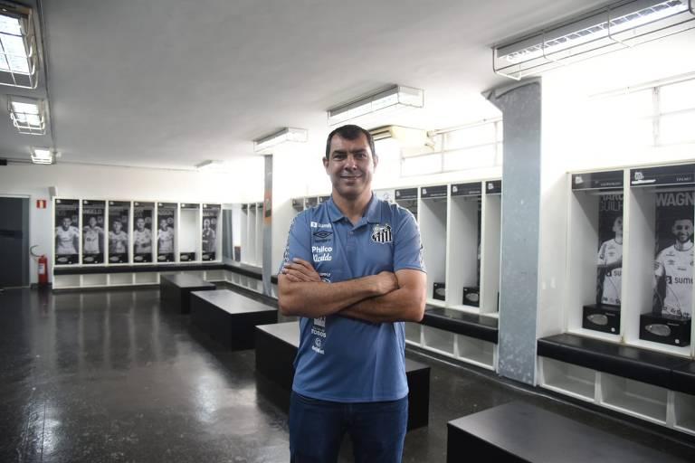 De volta ao futebol brasileiro, Fábio Carille assume o comando do Santos após passagem pela Arábia Saudita