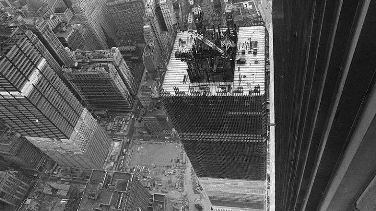 As torres possuíam uma coluna central de onde saíam as vigas que ligavam as colunas externas