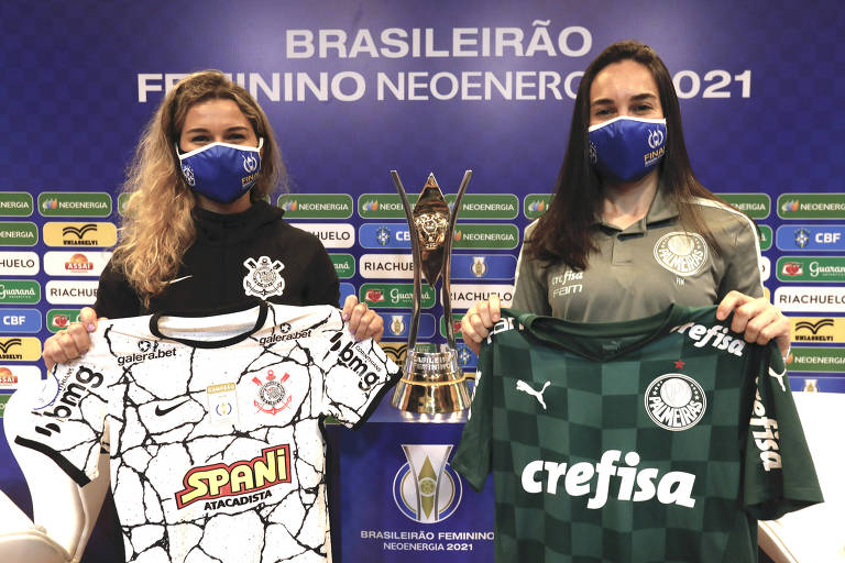 Tamires e Agustina durante evento de lançamento das finais do Brasileiro Feminino 2021, na sede da CBF