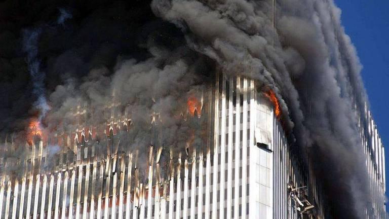 O calor do fogo expandiu as vigas, que por sua vez empurraram as colunas