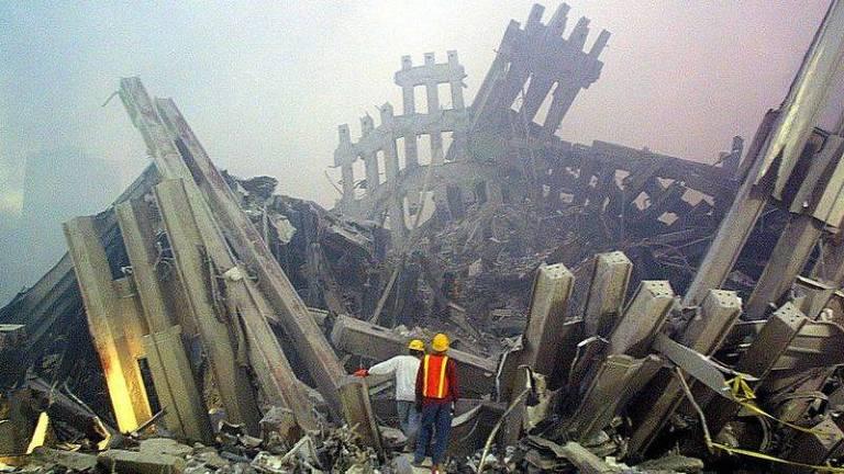 O incêndio causou graves danos às colunas das torres