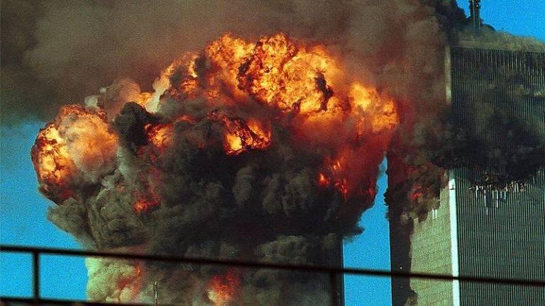 Muito do combustível foi queimado durante a bola de fogo que surgiu quando os aviões se chocaram