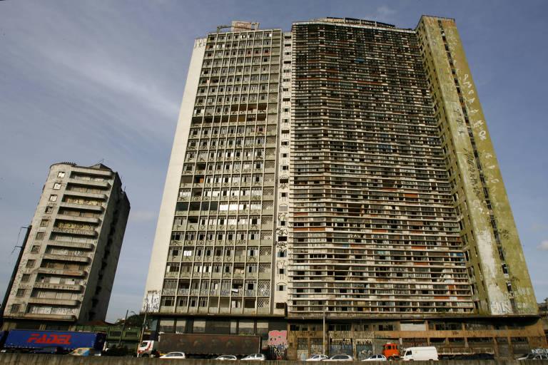 Edifícios Francisco Herrrias, Mercúrio e São Vito, na região central de São Paulo