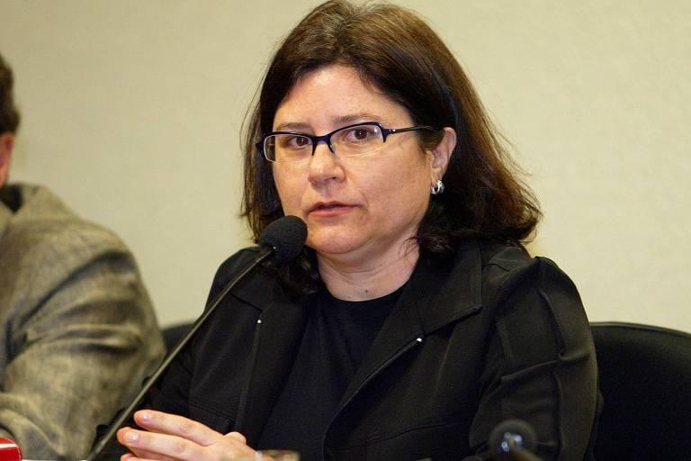 Imagem mostra a psicóloga Roseana Garcia, viúva do prefeito morto de Campinas Antônio da Costa Santos, o Toninho do PT, em depoimento à CPI dos Bingos, em 2005