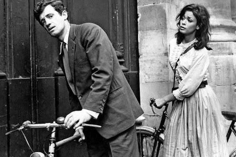 """O ator Jean-Paul Belmondo em cena de """"Paris Está em Chamas?"""" (1966)"""
