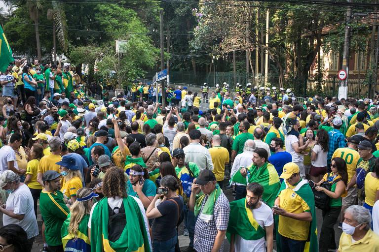 Voltaire de Souza: Botando o bloco na rua